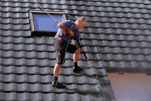 Dachfläche sorgfältig reinigen