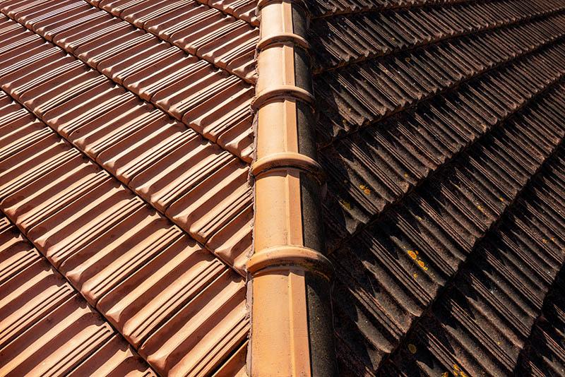 Vor und nach der Dachreinigung von Bautenschutz Schramm