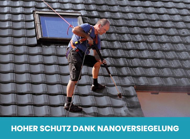 Mitarbeiter auf dem Dach bei Dachbeschichtung